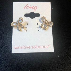 Gold over sterling sensitive ears bow earrings